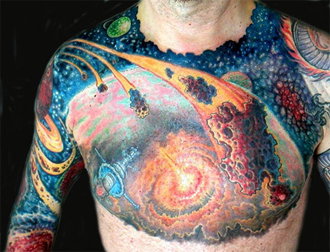 Тату космос на груди