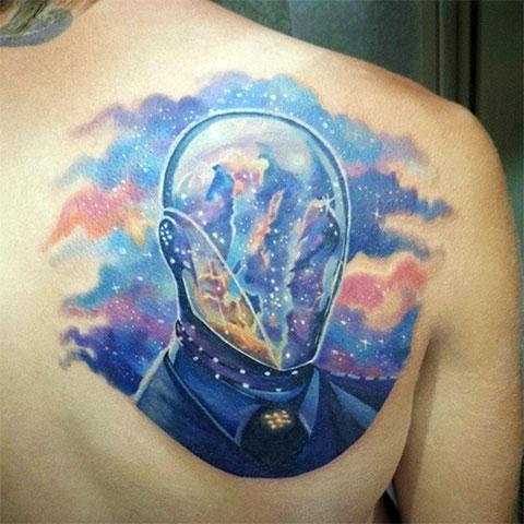 Татуировка с космической тематикой