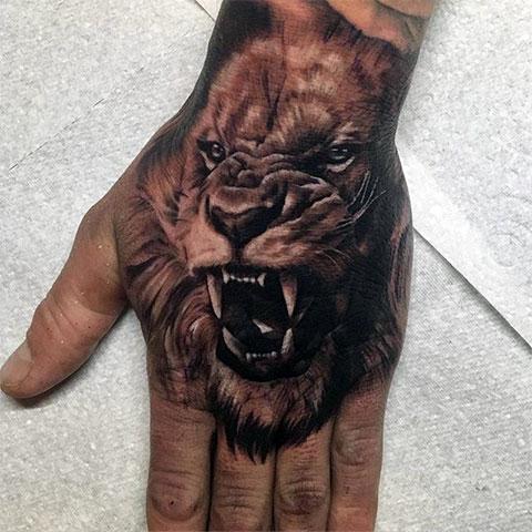 Тату лев - мужской вариант татуировки на руке