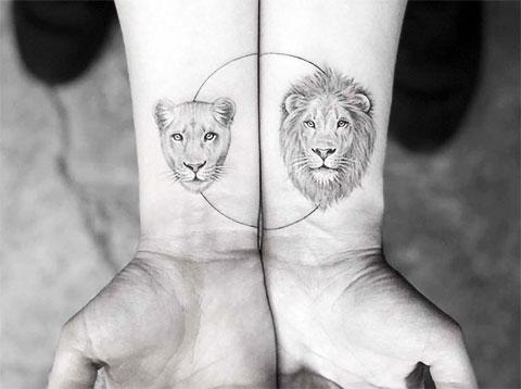 Парная татуировка лев и львица на запястье