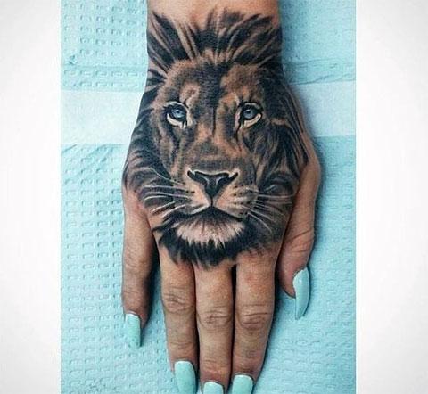 Тату лев на запястье - женский вариант