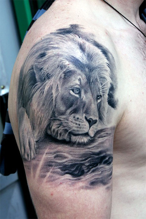Тату лев на плече - фото