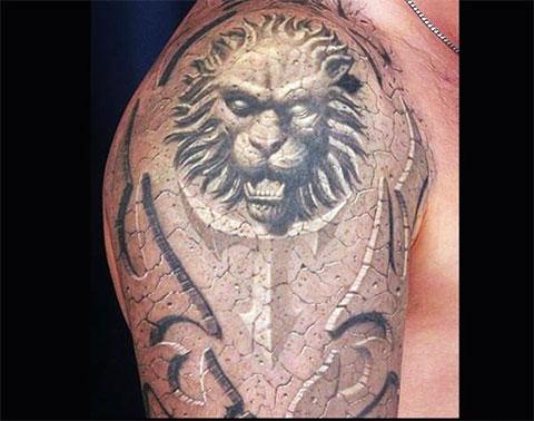 Фото татуировки со львом на плече