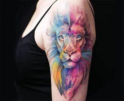 Лев на плече - женская татуировка