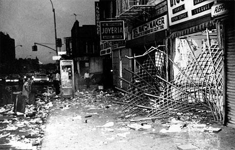 Разграбленный магазин на проспекте Ютики в Бруклине