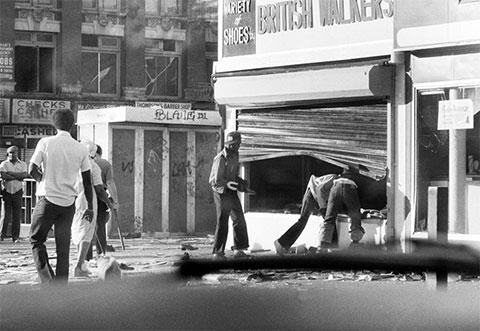 Разграбление магазина в Бруклине утром 14 июля 1977 года