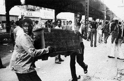 """Ночь """"зверей"""" в Нью-Йорке 1977 года - фото"""