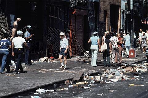 Улица Гарлем утром 14 июля