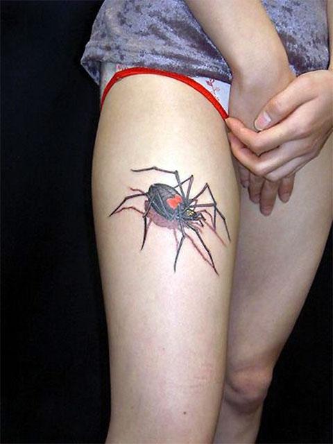 Тату паук на ноге