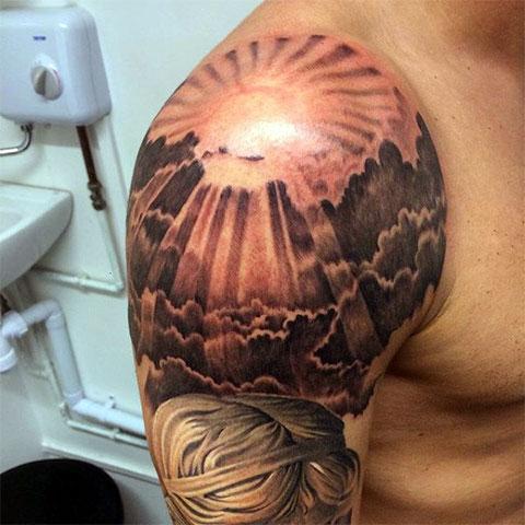 Тату солнце на плече - фото