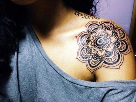 Мандалы - довольно популярные татуировки для девушек