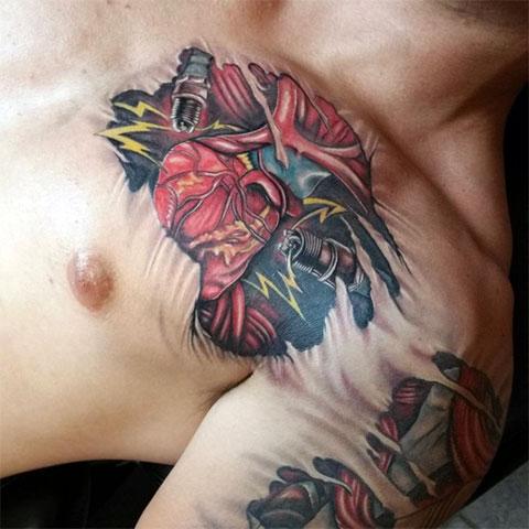 Татуировка биомеханика на груди и плече - мужской вариант