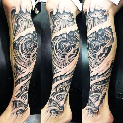 Татуировка биомеханика на ноге