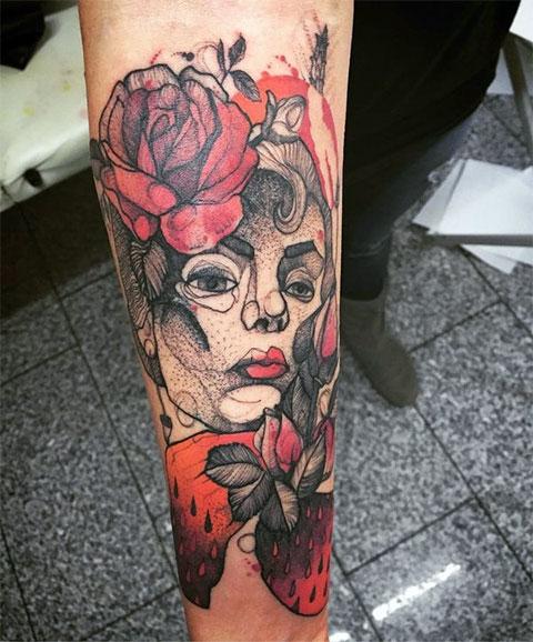 Сюжетная тату с цветами на руке