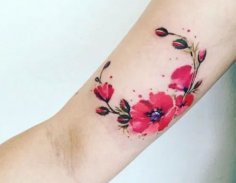 Фото цветной тату с цветами на руке