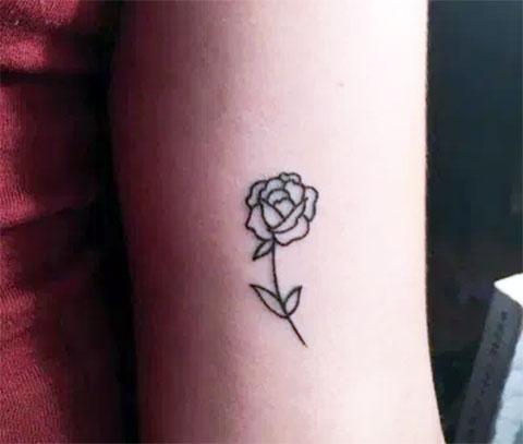 Тату на руке для девушек - маленькие цветы