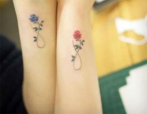 Тату маленькие цветы на руке для девушек