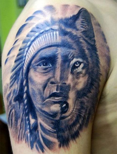 Тату волка в индейском стиле на плече
