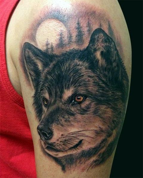 Тату волка на левом плече - фото