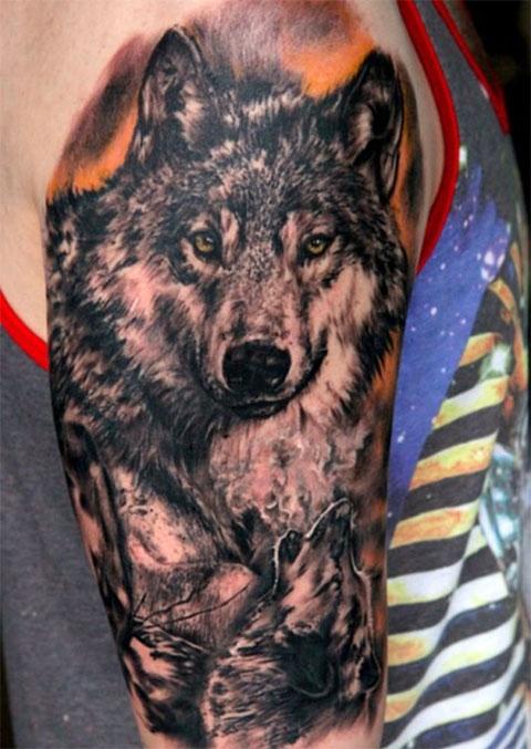 Тату с волками на правом плече