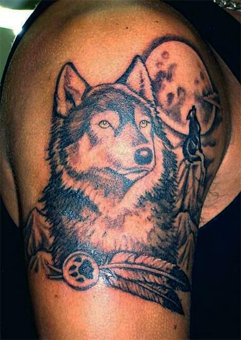 Тату волк на плече - мужской вариант