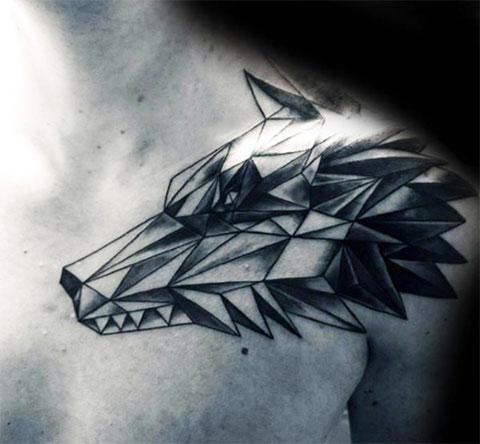 Тату волк на плече в геометрии