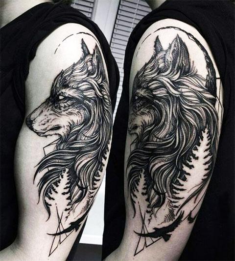 Мужская татуировка с волком на плече