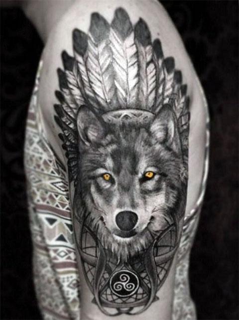 Тату на плече - индейский волк