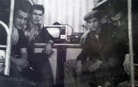 В камере тюрьмы Ортачала, 1984 год. Слева воры в законе: 1) Бачука Лагвилава, 2) Гуджа Мосестов, 4) Ростом Мачавариани