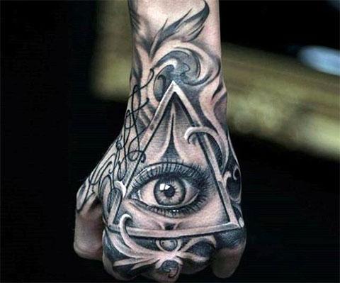 Тату всевидящее око на руке у мужчины