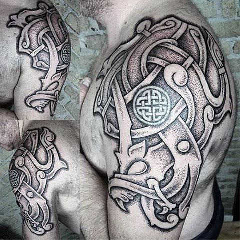 Фото татуировки с кельтским узором на плече