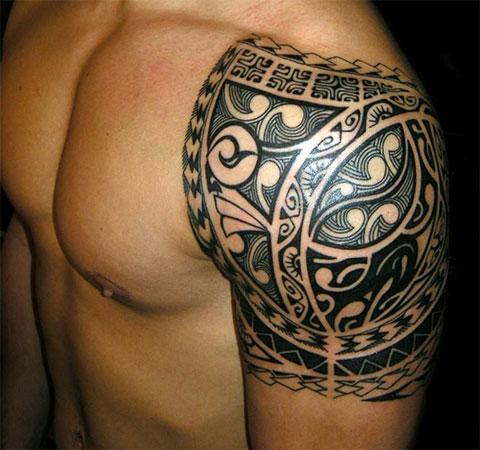 Тату из кельтских узоров на плече у мужчины - фото