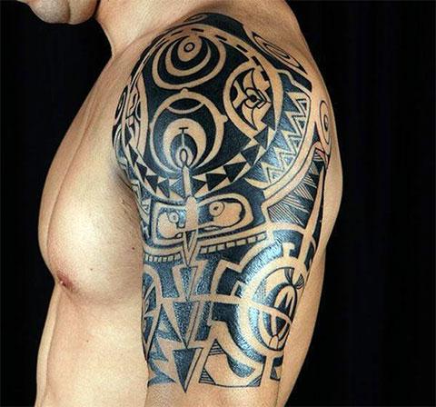 Тату кельтский узор на плече
