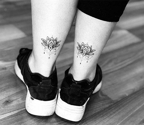 Татуировки лотоса на ноге