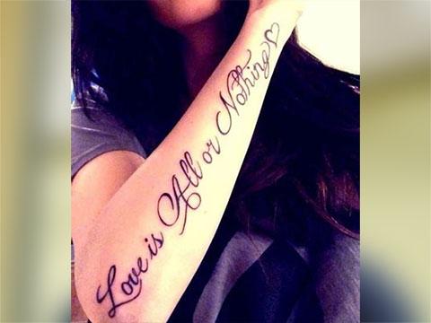 """Тату надпись про любовь - """"Любовь - это все или ничего"""""""