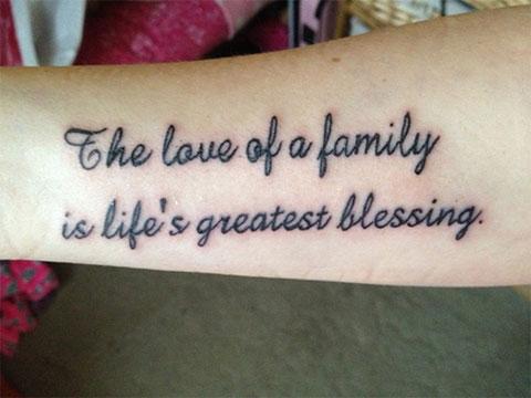 """Тату надписи про любовь на руке - """"Любовь семьи - величайшее страдание жизни"""""""