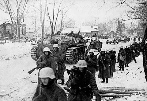 Немецкие солдаты знакомятся с жестокой русской зимой 1941 года