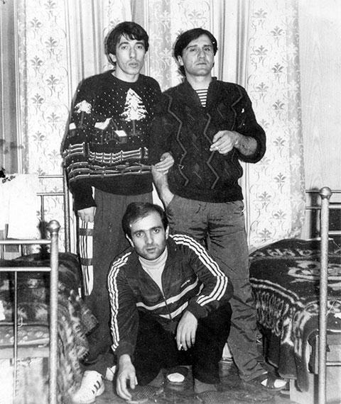 Вверху слева воры в законе: Нодар Джинчвелашвили (Шошия) и Мамука Бургашвили (Бургия). Внизу вор в законе Паата Убилава