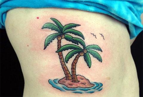 Тату пальмы на боку у девушки - фото