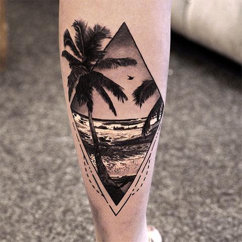 Тату пальма на ноге
