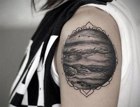 Тату планета Венера на плече