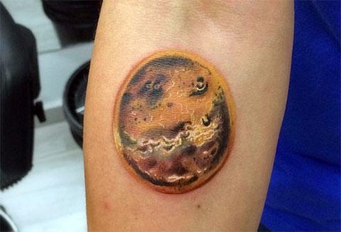 Фото татуировки планеты Венеры на руке