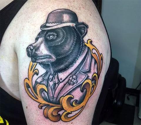 Тату медведь в шляпе для мужчин