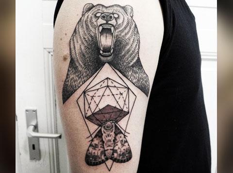 Фото татуировки с оскалом медведя на предплечье