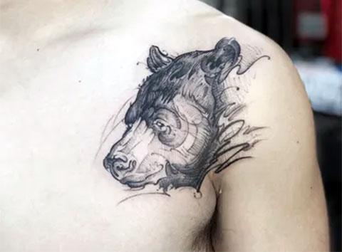 Тату медведь у мужчины
