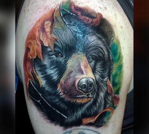Фото мужской татуировки с медведем