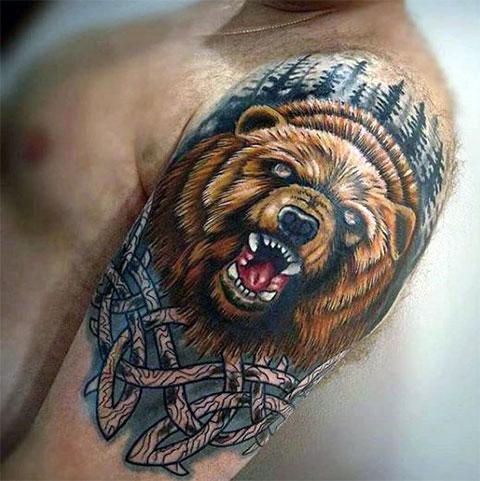 Цветная татуировка оскал медведя на плече