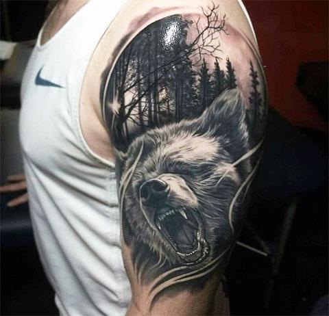 Мужская татуировка с медведем
