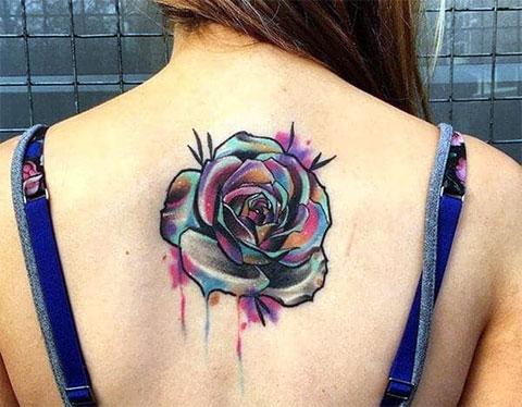 Цветная татуировка на спине для девушек