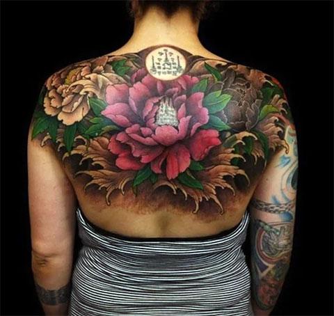 Тату с цветами на спине